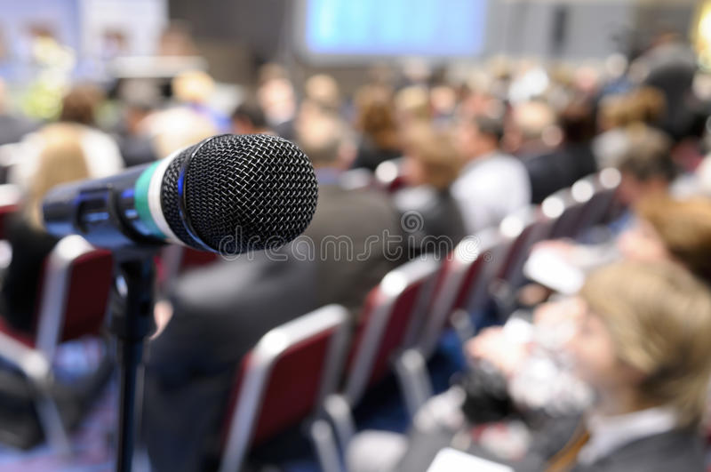 Mikrofon bei der Konferenz. lizenzfreie stockfotos