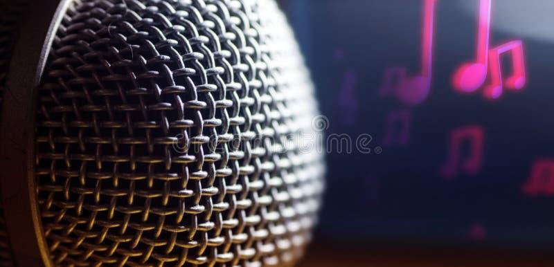 Mikrofon i makro, vokalistinstrument, musikbakgrund royaltyfria foton