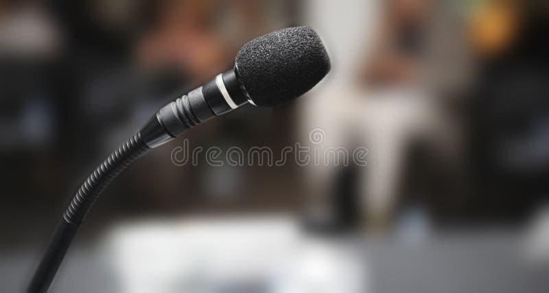 Mikrofon i salong royaltyfri fotografi