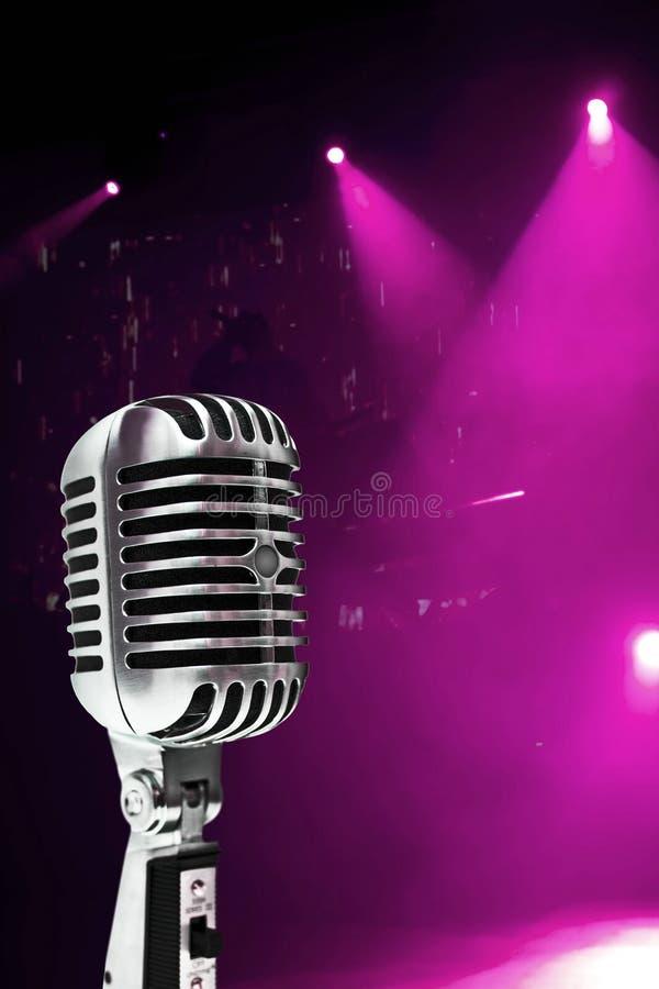 Mikrofon Na Kolorowym Tle obrazy royalty free