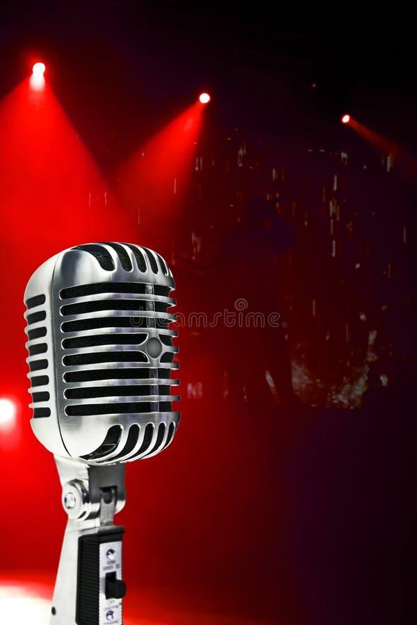 Mikrofon Na Kolorowym Tle zdjęcie stock