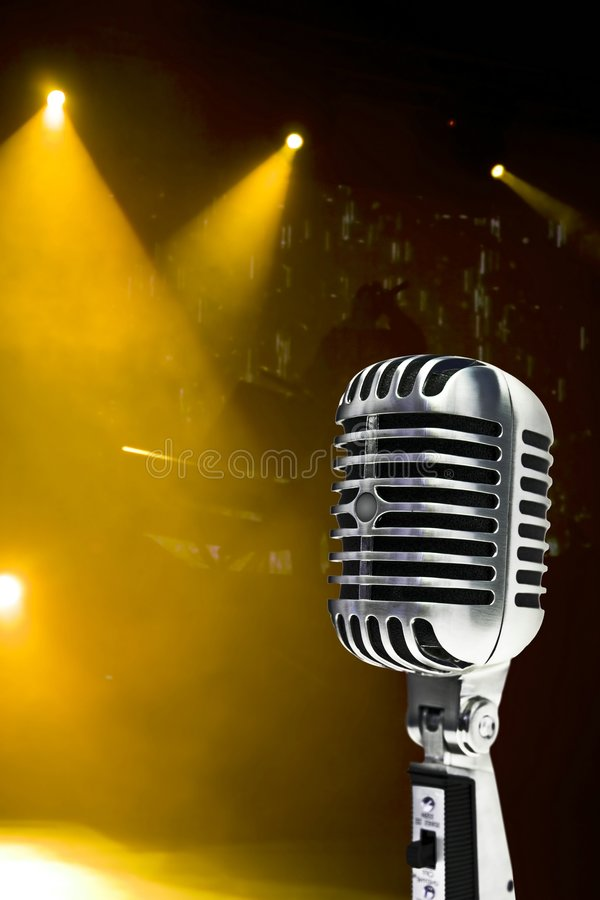 Mikrofon Na Kolorowym Tle obraz stock