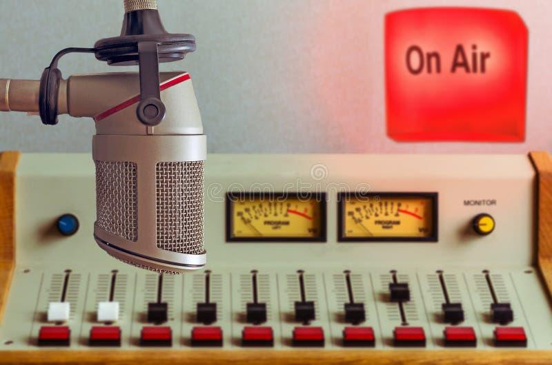 Mikrofon och ljudsignal konsol arkivbilder