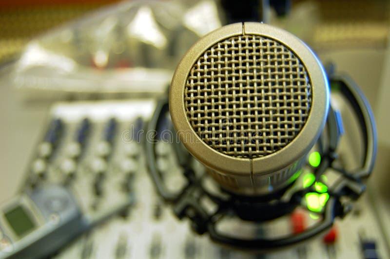 Mikrofon-stichhaltige mischende Konsole stockbild