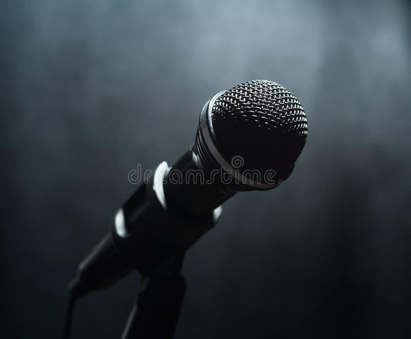 Mikrofon w mgle fotografia royalty free