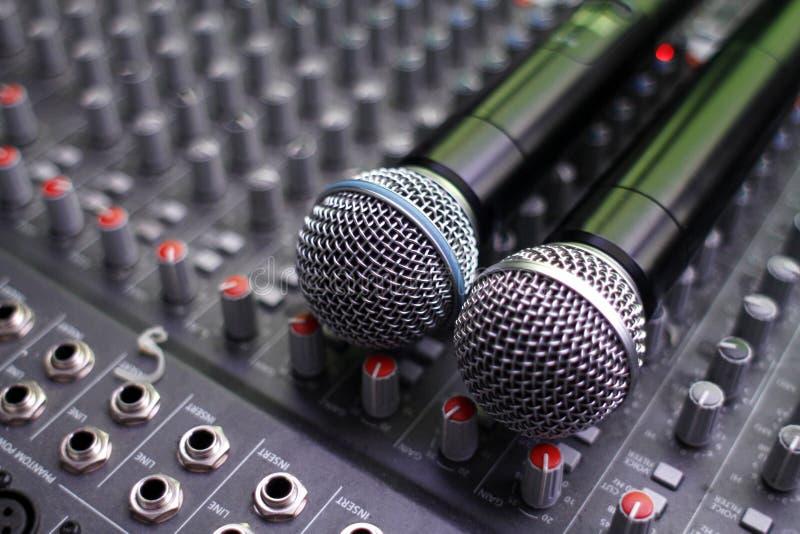 mikrofoner som blandar studion fotografering för bildbyråer