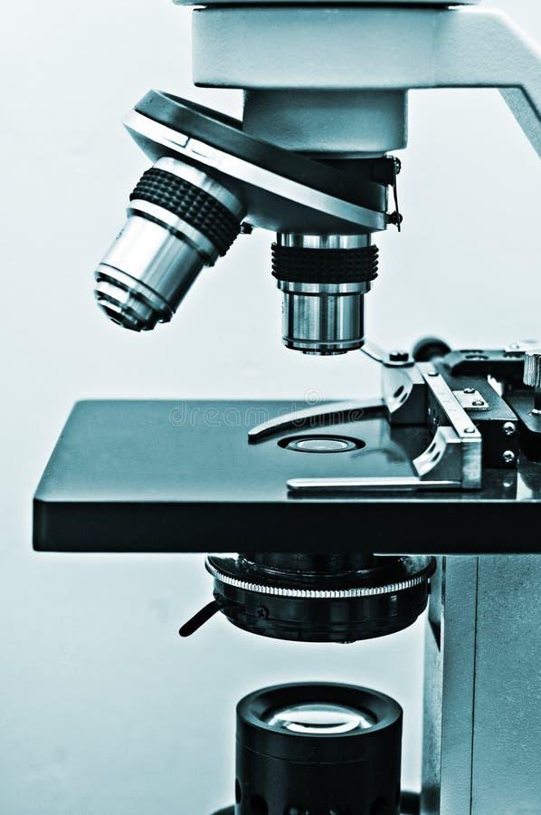 Mikroskop-Seitenansicht stockbild