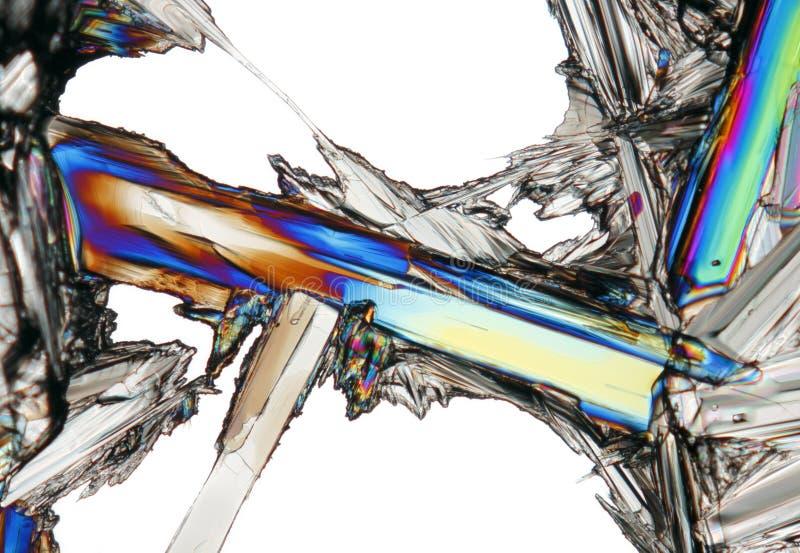 Mikroskopijny widok potasu azotanu kryształ w polaryzującym świetle zdjęcia stock