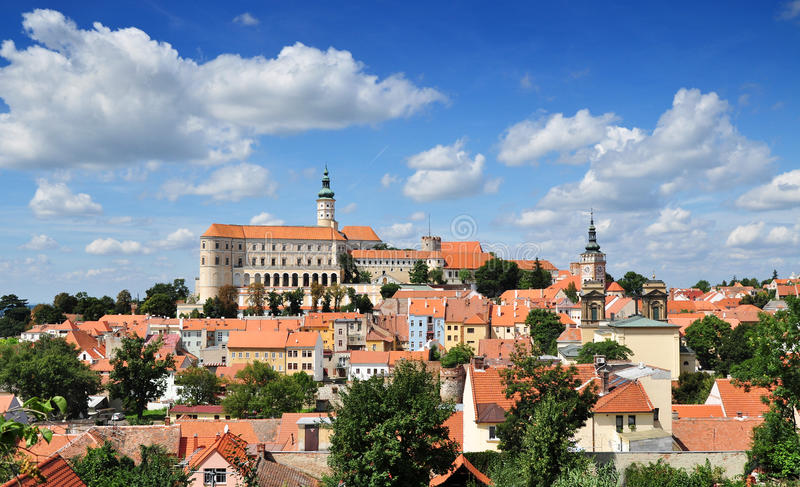 Mikulov, Panorama der Stadt lizenzfreie stockfotos