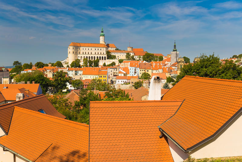 Mikulov slott, sydliga Moravia, Tjeckien royaltyfria foton