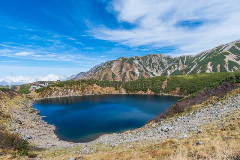 Mikurigaike池塘和Murodo高原在馆山Kurobe高山路线,富山,日本 图库摄影