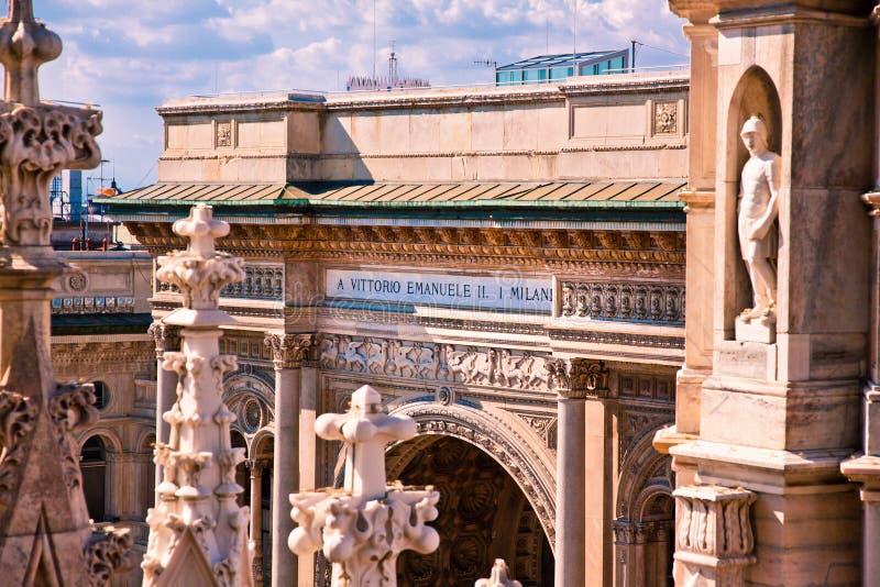 Milán, centro comercial de la ciudad fotos de archivo
