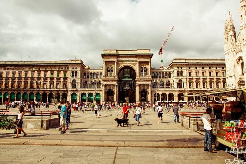Milán - Duomo de la plaza foto de archivo