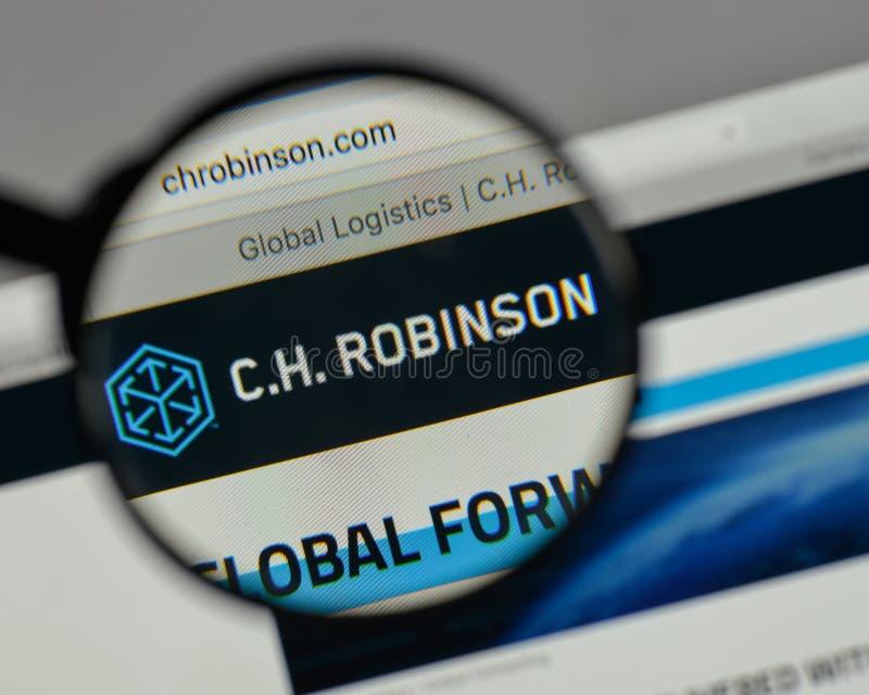 Milán, Italia - 10 de agosto de 2017: C H Logotipo de Robinson Worldwide encendido imágenes de archivo libres de regalías