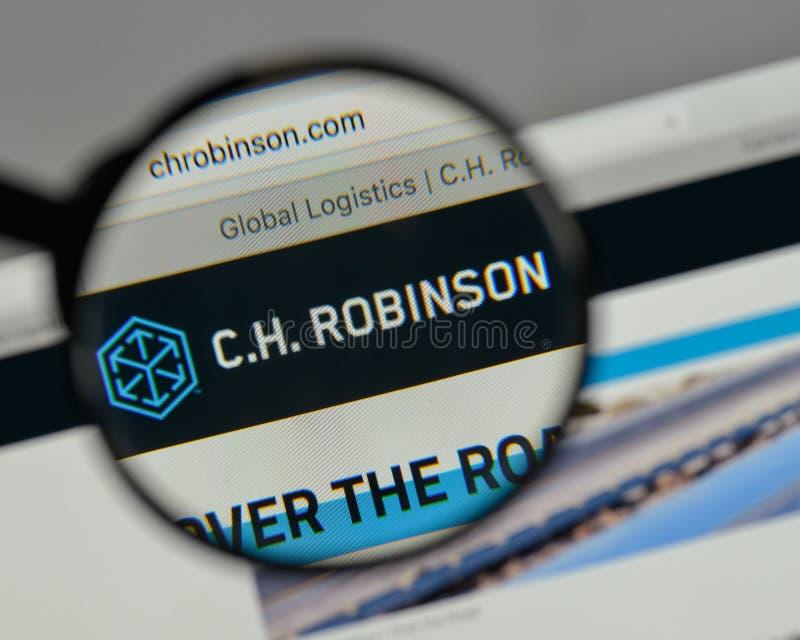Milán, Italia - 10 de agosto de 2017: C H Logotipo de Robinson Worldwide encendido fotos de archivo libres de regalías