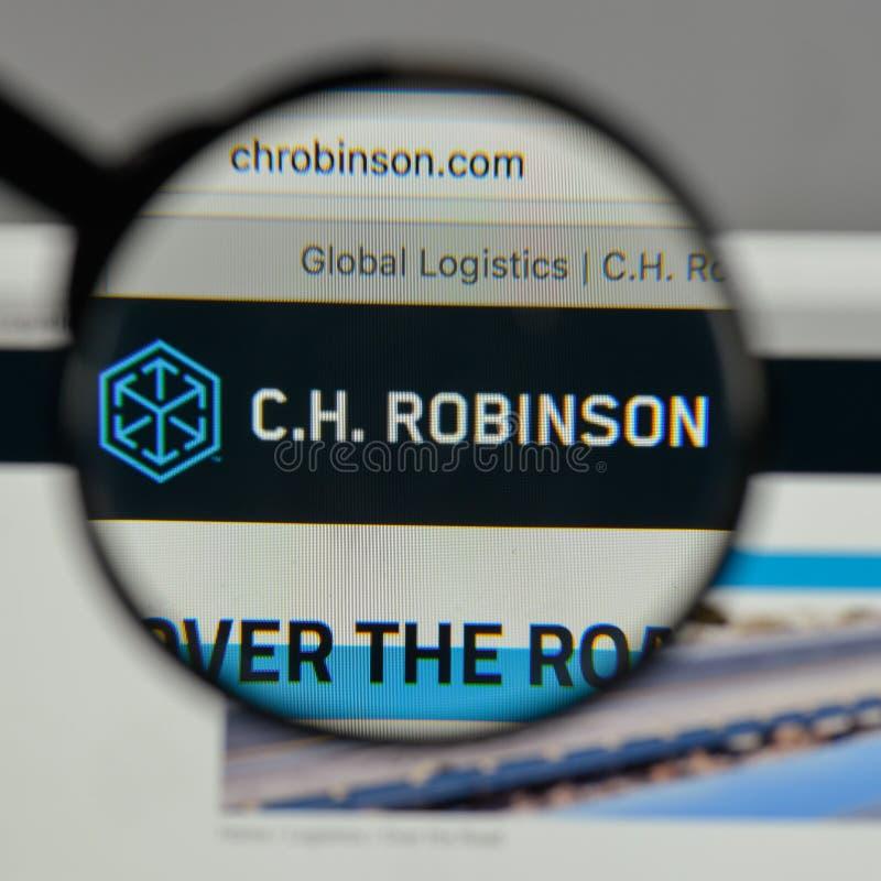 Milán, Italia - 10 de agosto de 2017: C H Logotipo de Robinson Worldwide encendido fotografía de archivo libre de regalías