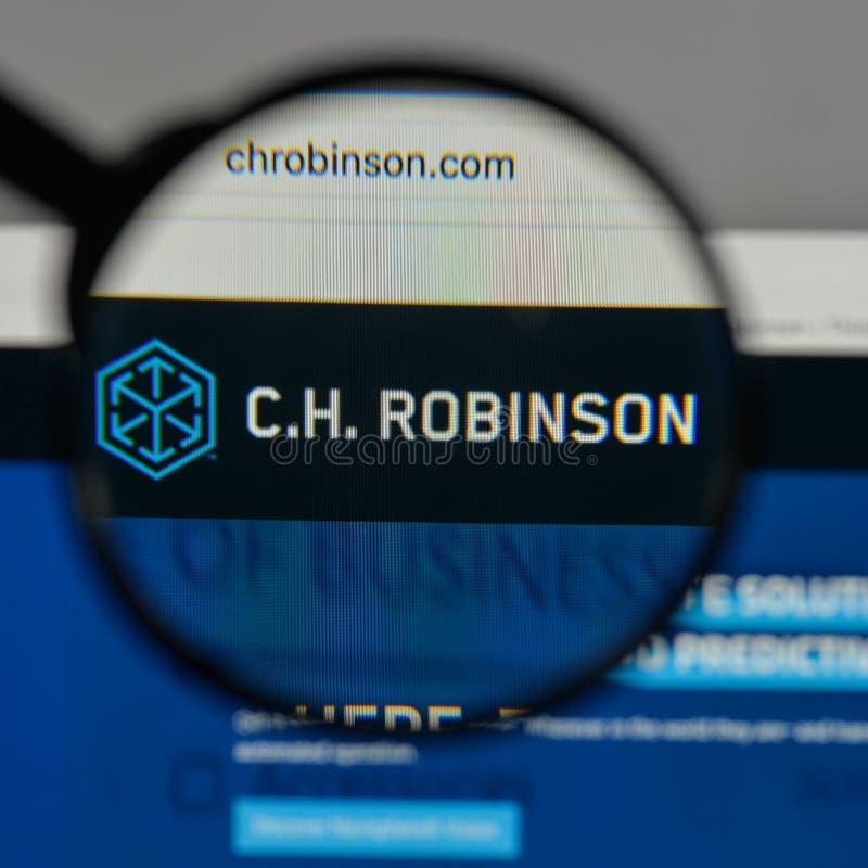 Milán, Italia - 10 de agosto de 2017: C H Logotipo de Robinson Worldwide encendido fotos de archivo