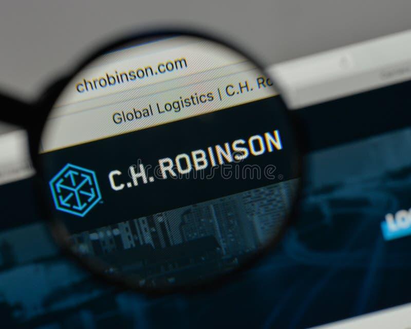 Milán, Italia - 10 de agosto de 2017: C H Logotipo de Robinson Worldwide encendido imagen de archivo libre de regalías