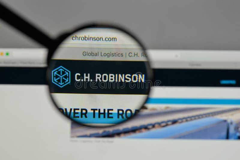 Milán, Italia - 10 de agosto de 2017: C H Logotipo de Robinson Worldwide encendido imagen de archivo