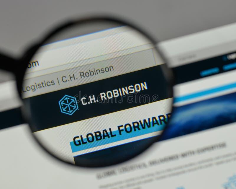 Milán, Italia - 10 de agosto de 2017: C H Logotipo de Robinson Worldwide encendido imagenes de archivo