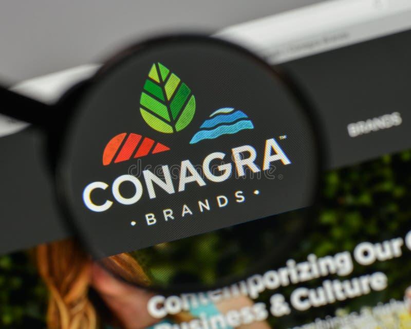 Milán, Italia - 10 de agosto de 2017: Conagra califica el logotipo en el websi imagen de archivo