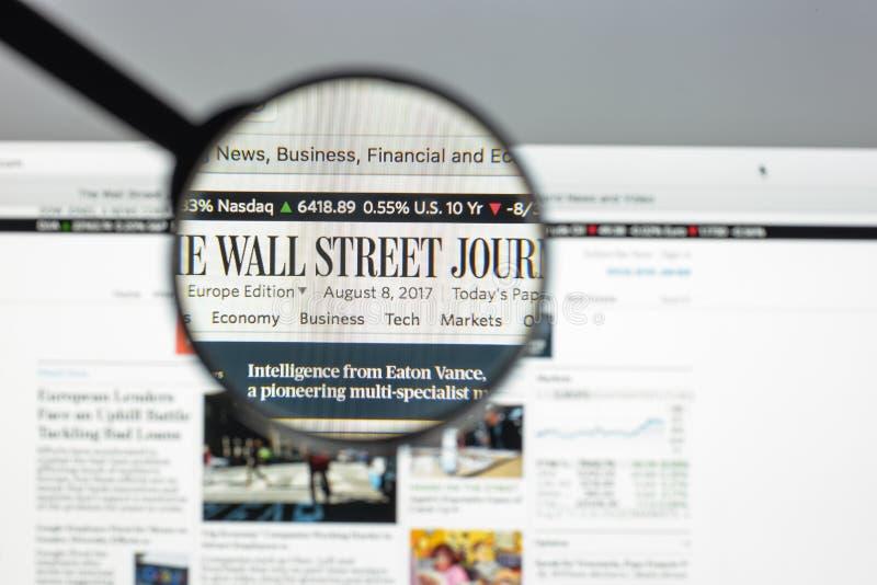 Milán, Italia - 10 de agosto de 2017: Hogar del sitio web de Wall Street Journal fotografía de archivo libre de regalías