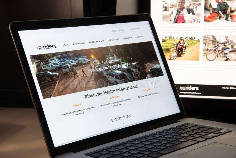 Milán, Italia - 15 de agosto de 2018: Jinetes para el sitio web de la ONG de la salud ho fotos de archivo libres de regalías