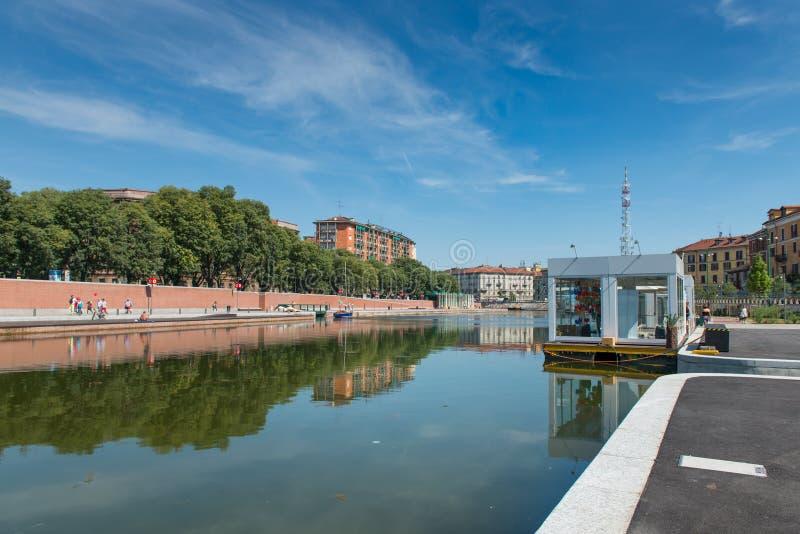 MILÁN, ITALIA - 26 DE JUNIO DE 2015: El Darsena (una flota de Milán) af fotografía de archivo libre de regalías
