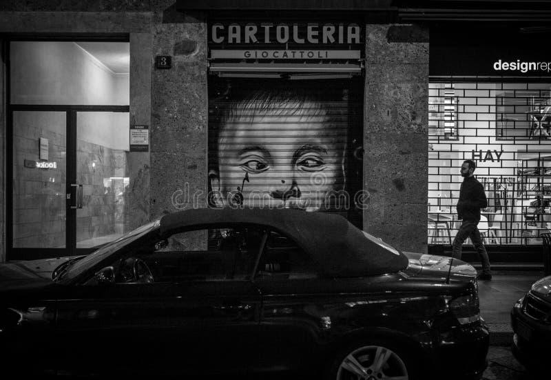 Milán, Italia - 23 de marzo de 2016: Del arte pintada algunas veces en el estrecho i fotos de archivo