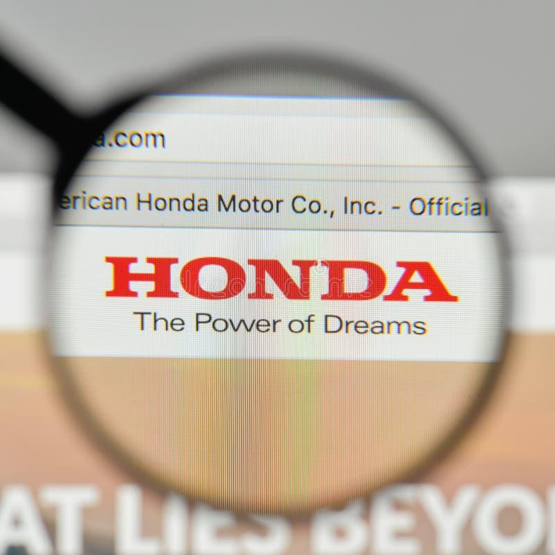 Milán, Italia - 1 de noviembre de 2017: Logotipo de Honda en el homep del sitio web imagenes de archivo