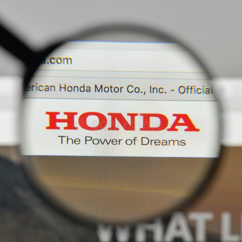 Milán, Italia - 1 de noviembre de 2017: Logotipo de Honda en el homep del sitio web imagen de archivo