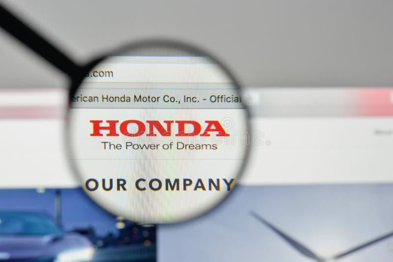 Milán, Italia - 1 de noviembre de 2017: Logotipo de Honda en el homep del sitio web imagen de archivo libre de regalías