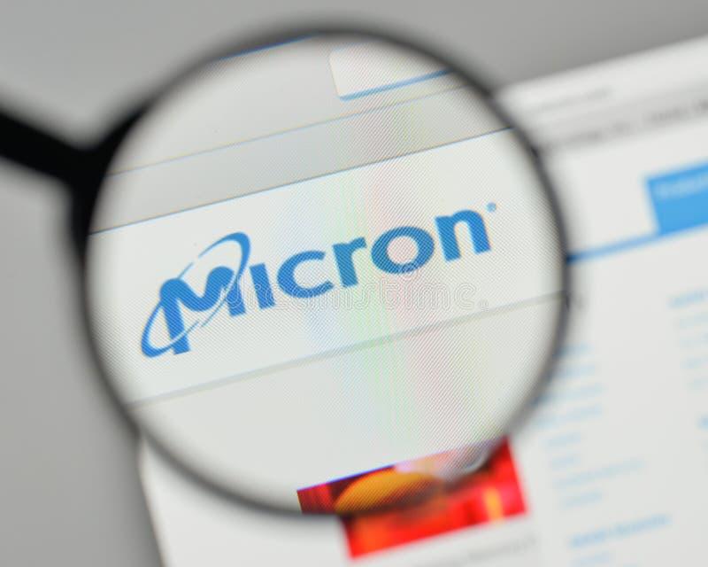 Milán, Italia - 1 de noviembre de 2017: Logotipo de la tecnología del micrón en el w imágenes de archivo libres de regalías