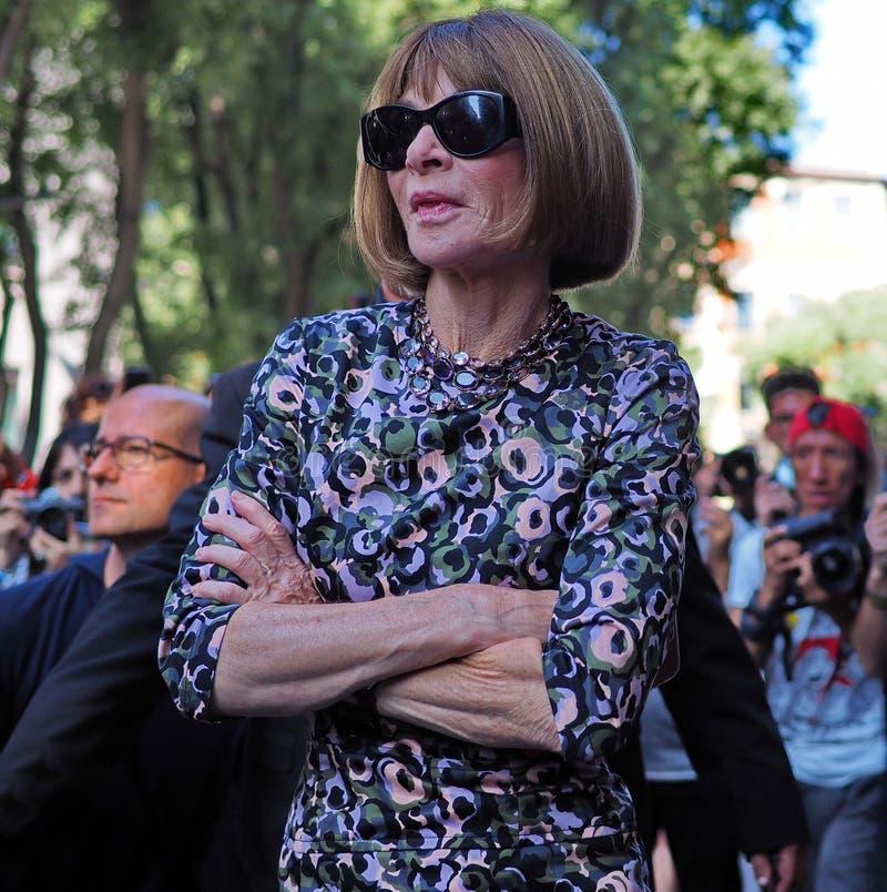 MILÁN, Italia, 23 septembre 2018: ANA WINTOUR que presenta en la calle fotografía de archivo libre de regalías