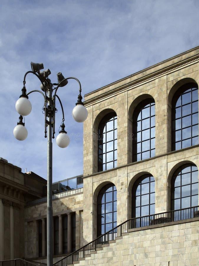 Milán, museo del siglo xx fotos de archivo