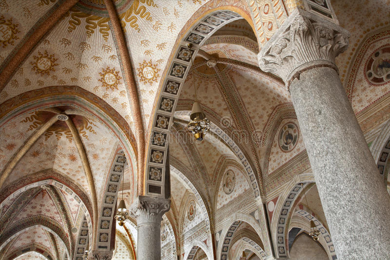 Milão - interna do delle Grazie de Santa Maria da igreja fotografia de stock royalty free