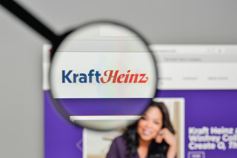 Milão, Itália - 1º de novembro de 2017: Logotipo de Kraft Heinz no Web site foto de stock