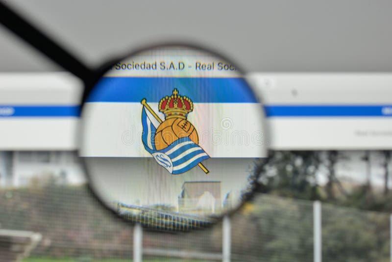 Milão, Itália - 1º de novembro de 2017: Logotipo de Real Sociedad no websi imagens de stock