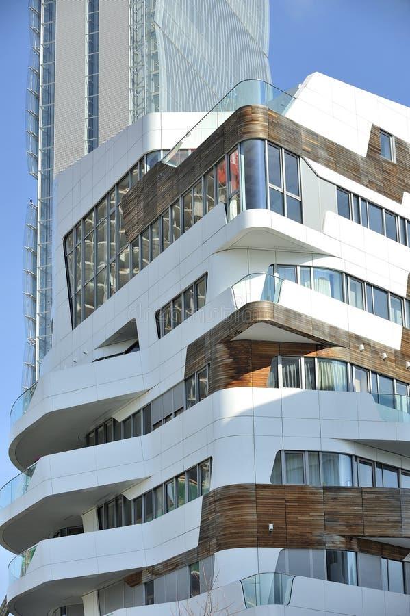 Milão, Itália, arranha-céus novo de Citylife e casa residencial fotos de stock