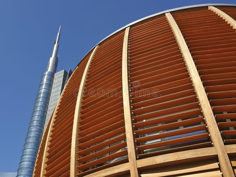 Milão, Itália, arranha-céus novo de Porta Nuova imagens de stock royalty free
