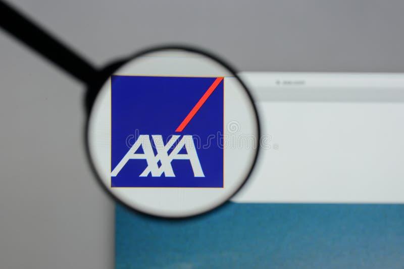 Milão, Itália - 10 de agosto de 2017: Logotipo de AXA no homepag do Web site imagem de stock