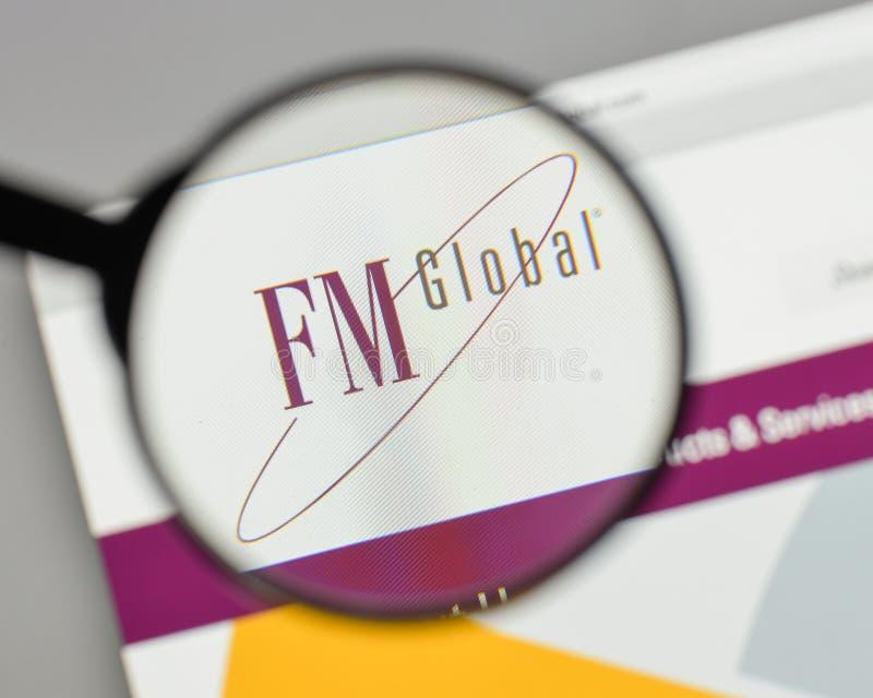 Milão, Itália - 10 de agosto de 2017: Logotipo global de FM no Web site ho foto de stock