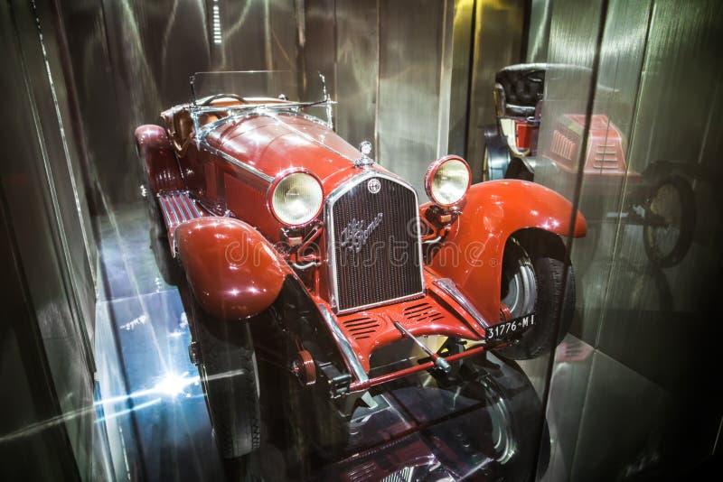 MILÃO, ITÁLIA - 9 DE JUNHO DE 2016: carro retro Alfa Romeo na ciência foto de stock