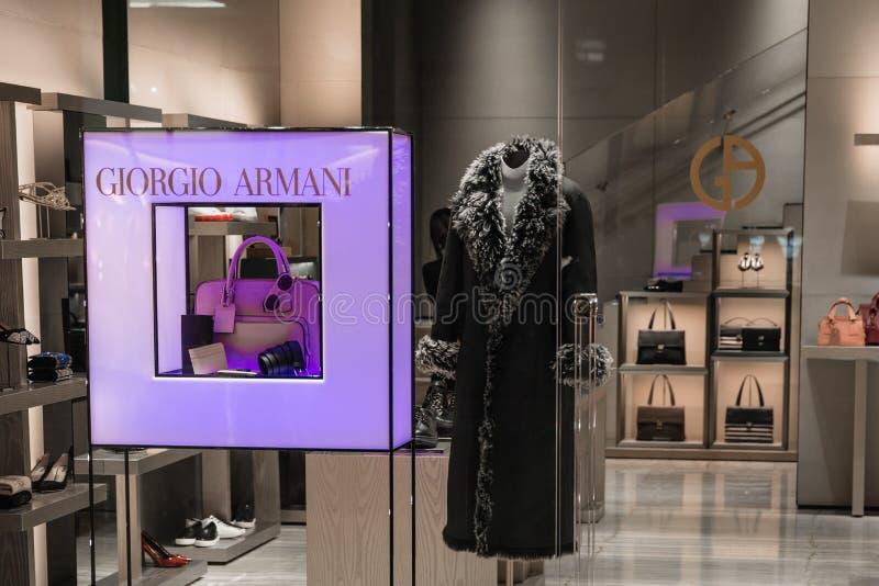 Milão, Itália - 9 de outubro de 2016: Janela da loja - Giorgio Armani imagens de stock