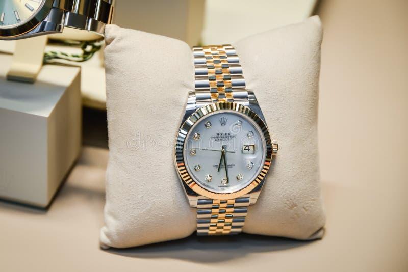 Milão, Itália - 24 de setembro de 2017: Relógios de Rolex em uma loja dentro fotos de stock royalty free