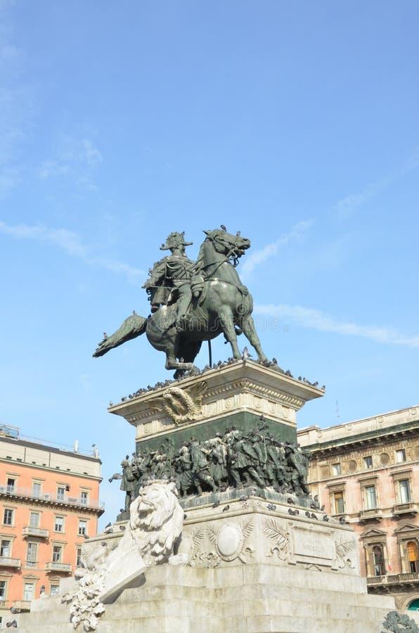 Mil?o, It?lia 10 05 2015: Est?tua equestre grande de Vittorio Emanuele II na cidade de Mil?o imagem de stock