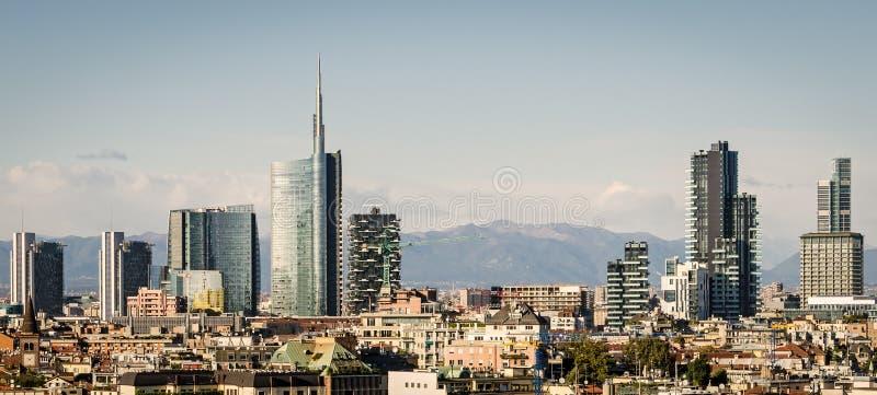 Milão (Itália), skyline imagens de stock