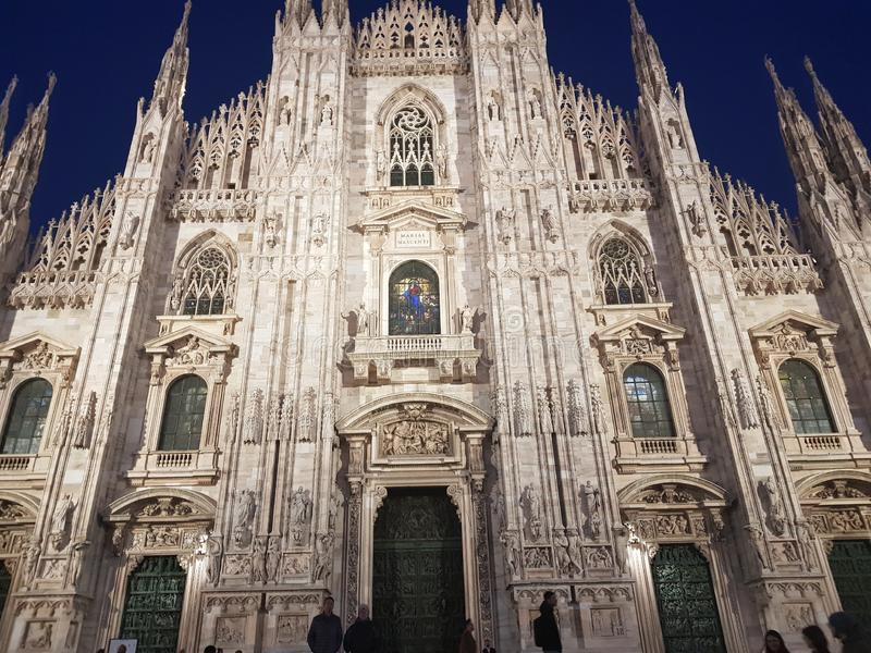 Milão, Italia 19 de março de 2019: Domo em Milão nas noites fotografia de stock royalty free