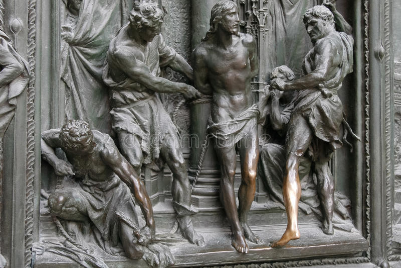 MILÃO, ITALY/EUROPE - 23 DE FEVEREIRO: Detalhe da porta principal em t imagens de stock