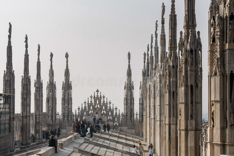 MILÃO, ITALY/EUROPE - FBRUARY 23: Detalhe da skyline do imagens de stock
